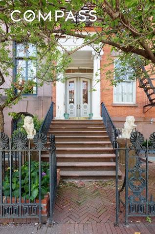 別墅 / 联排别墅 為 出售 在 436 WEST 20TH STREET 436 West 20th St New York, New York,10011 United States
