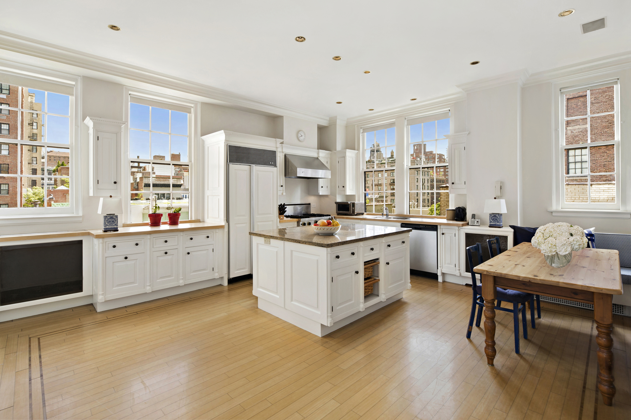 This grand apartment, located at 765 Park Avenue and 72nd Street in the prestigious Lenox Hill neighborhood, is in one of Park Avenue's most refined and beautiful white-glove prewar cooperatives. The stylish apartment, recently refurbished throughout, offers light-filled and spacious accommodations in 4 bedrooms, with 4 en-suite bathrooms, plus an en-suite staff bedroom. Impressively laid out over 3,550 sq. ft. with 20 splendid windows with views over three aspects, the traditional apartment offers gracious living with well-proportioned large rooms, elegant moldings and archways, tall paneled doorways, 10-foot ceilings, and hardwood floors. It is also fully modernized for comfort. A private elevator takes you to the 6th floor and opens to a discreet private entrance hall. The grand hallway leads through to the 22 ft. library, which hosts 