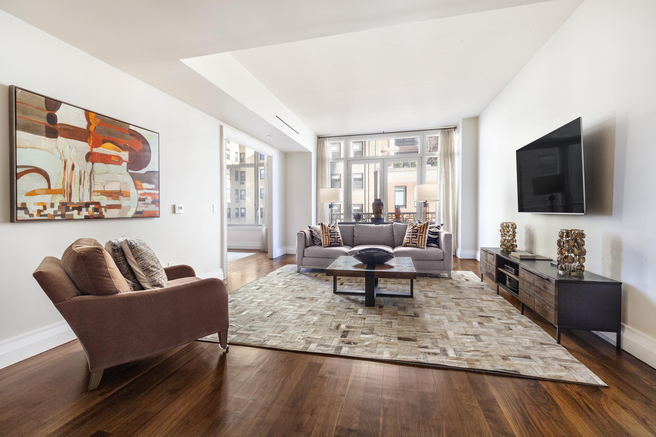 2150 Broadway Interior Photo