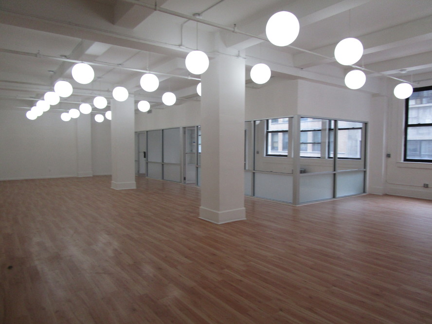 Commercial Commercial in Chelsea / Flatiron
