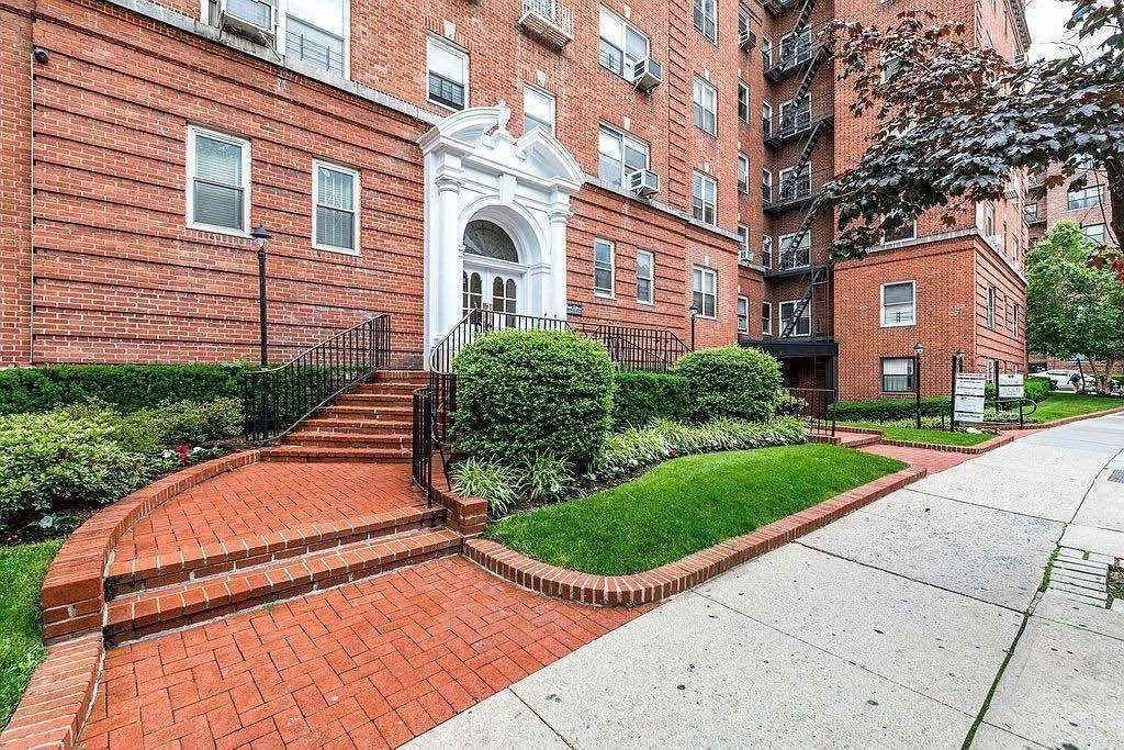 69-11 Yellowstone Boulevard Forest Hills Queens NY 11375