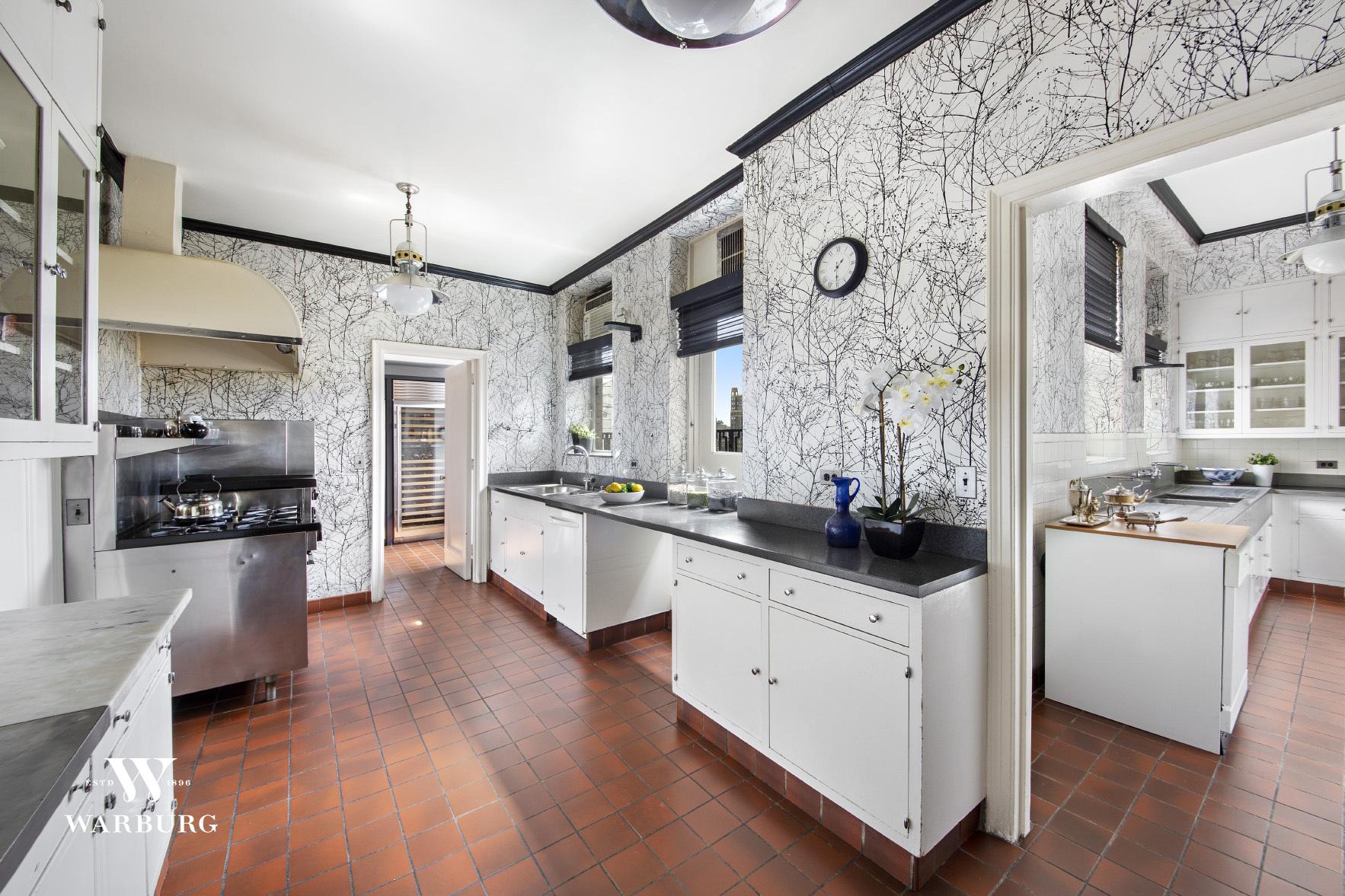 895 Park Avenue Interior Photo