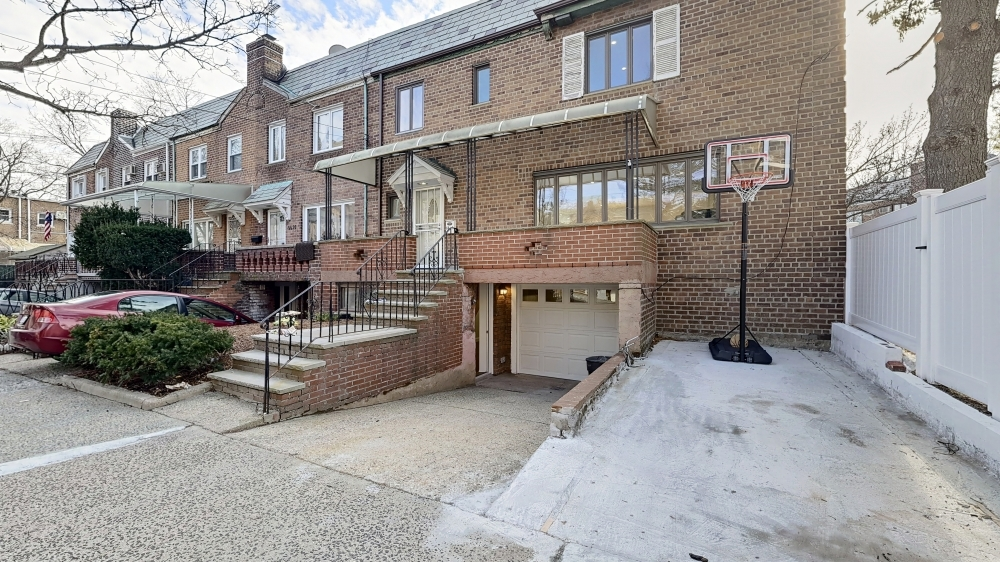 66-12 Clyde Street Forest Hills Queens NY 11374